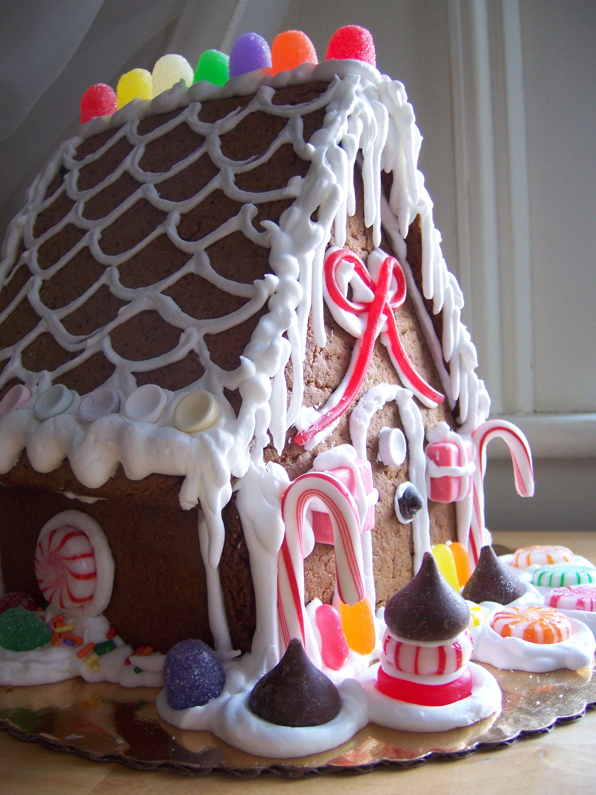 Holly Days - Gingerbread House Workshop